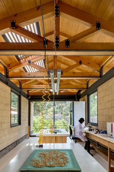 Image 22 of 33 from gallery of El Humedal / TAAR / Taller de Arquitectura de Alto Rendimiento. Photograph by Rafael Gamo Diy Pergola Kits, Timber Architecture, Diy Wooden Projects, Log Home Designs, Casas Containers, Timber Structure, Roof Trusses, Roof Detail, Timber Frame Homes