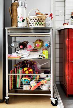 Usa un carrello da cucina per creare spazio extra - IKEA