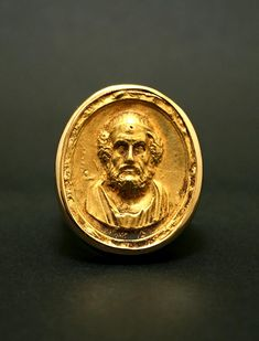 Important Gold Ring Featuring A Cameo Of Socrates -.    Origin: Europe Circa: 100 BC to 200 AD