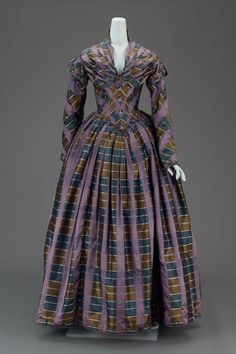 Dress ca. 1840 via The Museum of Fine Arts, Boston - gorgeous! LOOOOOVE the color combo...simply amazing!