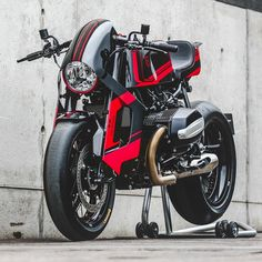 The premier league builders get tapped by watchmaker TW Steel to create a radical custom—and BMW Motorrad joins the party. Cb400 Cafe Racer, Cafe Racer Bikes, Cafe Racer Motorcycle, Moto Bike, Cafe Racers, Vespa Scooter, Motorbike Design, Nine T, Cool Motorcycles
