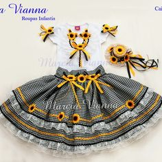 Caipira Junina preta girassol Baby Girl Dresses, Little Dresses, Baby Dress, Kids Outfits, Cool Outfits, Baby Sewing, Kids Wear, Kids And Parenting, Tutu