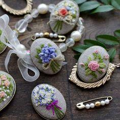 브로치 졸부되기로 했는데.. 갈길이 멀다. #embroideredbrooch #brooch #자수브로치 #스튜디오K #자수스튜디오 #대전프랑스자수 #프랑스자수 #자수타그램 #대전자수수업 #자수클래스 #studioK #embroideryclass#embroidery #handmade #handcraft #embroidered