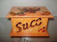 Porta suco nas cores do verão. Excelente pedida para deixar os sucos em pó organizados em sua cozinha R$ 23,54