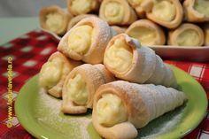 Farfuria vesela: Rulouri/Conuri cu crema de vanilie - Vanilla Cream... Cream Horns, Romanian Food, Romanian Recipes, Vanilla Cream, Croissant, Baked Goods, Mango, Good Food, Dairy