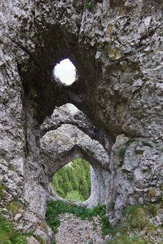 "Zona ""La Lanturi"" in Muntii Piatra Craiului, Zaplaz Romania Travel, Rock Formations, Mother Nature, Garden Sculpture, Places To Go, Tourism, Landscapes, The Incredibles, Swallows"