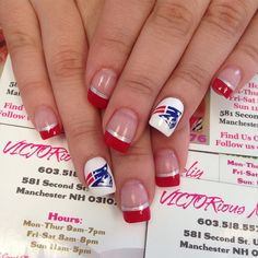 Red & silver French Tips are already sexy, but throw in New England Patriots accent nails, and you have one sexy fanicure! Fancy Nails, Love Nails, How To Do Nails, Pretty Nails, Football Nail Art, Football Team, Seahawks Nails, Patriotic Nails, Nails Today