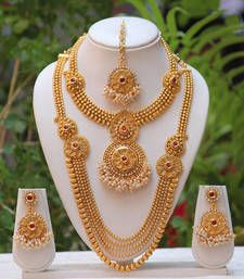 Largest online marketplace for unique Indian products with more than jewellery, sarees, salwar suits and handmade and natural products. It is ETSY of India. Indian Wedding Jewelry, Wedding Jewelry Sets, Indian Jewelry, Bridal Jewellery, Temple Jewellery, Handmade Jewellery, Indian Bridal, Gold Jewellery Design, Gold Jewelry
