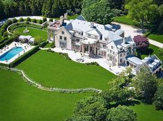 #11 This giant Hamptons mansion was recently renovated.