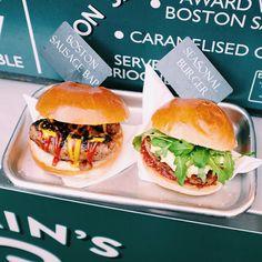 L'avenir c'est la saucisse surtout quand on l'insère dans un burger. Mention spéciale à ces deux-là car c'est totalement FAT  #fastandfooduk