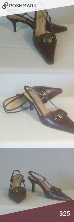 Anne Klein 7.5M Brown Leather Slingback Shoes Anne Klein 7.5M Brown Leather Slingback Shoes .  Excellent shoes.  Minor signs if wear is visible on the soles. Anne Klein Shoes Heels