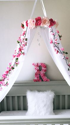 Flower tend in a kid room - DIY Kinderzimmer Ideen Cute Room Ideas, Cute Room Decor, Baby Room Decor, Nursery Room, Girl Nursery, Room Baby, Baby Rooms, Girl Bedroom Designs, Girls Bedroom