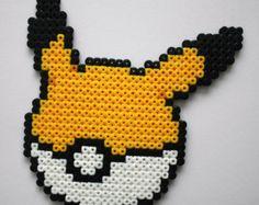 Mini Pokeball Hama Perler Bead Sprite von StrepiePixelCrafts
