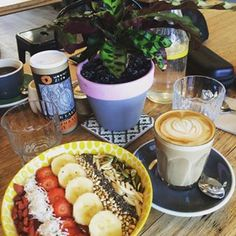 Cacao Bowl at Urban Projuice, Albert Park Breakfast Bowls, Breakfast Recipes, Melbourne Cafe, Healthy Eating, Healthy Food, Smoothie Bowl, Acai Bowl, Brunch, Bowling