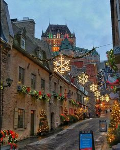 Christmastime in Quartier du Petit Champlain with Fairmont Le Château Frontenac towering above in Québec City, Canada Photo by: unknown Oh The Places You'll Go, Places To Travel, Places To Visit, Christmas Town, Christmas Scenes, Holiday Lights, Christmas Lights, Days Until Xmas, Beautiful World