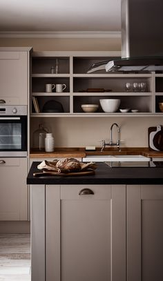 Fairford Cashmere Kitchen from The Shaker Collection by Howdens Joinery. Take a look at our website for more ideas for your dream kitchen. Black Kitchen Countertops, Kitchen Worktop, Kitchen Units, Kitchen Shelves, New Kitchen, Kitchen Cabinets, Glass Shelves, Stone Kitchen, Kitchen Storage