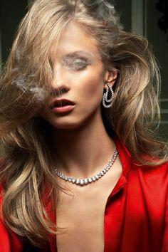 Vogue Paris août 2011 Anna Selezneva par Claudia & Stefan série bijoux Rouge Aura