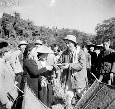 President Ho Chi Minh visited farmers in the northern mountainous province of Bac Can who were harvesting rice in 1950