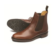 Premium+chelsea+boot,+available+in+black+and+brown+waxy+leathers,+with+a+rubber+studded+sole+for+better+longevity+and+grip,+Blenheim+is+made+in+England.