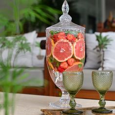 { Fruits } O Dispensador de Bebidas Saint Tropez é o item desejo da vez! Fizemos uma água aromatizada com Grapefruit , morango , hortelã , e muito gelo ❄️ Ficou uma delícia! Adquira já o seu! #vestindoamesa #temqueter #vocemerece #mesaposta #mesadodia #tabletop #tableware #tablescape #dispensadordebebidas #fruits #instahouse #decor #home #decor #welove