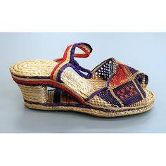 One pair of raffia 'beach shoes', Hawaii, . Vintage Boots, Vintage Diy, Vintage Clothing, Vintage Outfits, Vintage Fashion, Shoe Shoe, Shoe Boots, Big Shoulders, Hawaii Usa