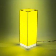 Condom yellow - Lampada da comodino o da tavolo dal design moderno in plexiglass colorato #design #designtrasparente #plexiglass #lampade