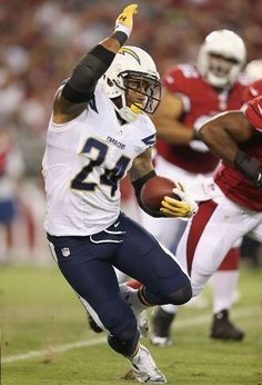Running back Ryan Mathews #24 of the San Diego Chargers rushes the football against the Arizona Cardinals during the first quarter of the preseason NFL game at the University of Phoenix Stadium on August 24, 2013 in Glendale, Arizona. (Photo by Christian Petersen/Getty Images)