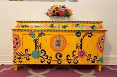 Mexican inspired piece love this yellow for the kitchen table - 85 Best Outdoor. Mexican Furniture, Funky Painted Furniture, Painted Chairs, Upcycled Furniture, Furniture Projects, Furniture Makeover, Home Furniture, Mexican Designs, Boho Decor