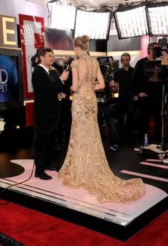 The back is sexy, but who's even looking at that, with Pocket Seacrest on full display? Seriously, how weensy does he look here? T. Swift can just snatch him up and stick him in her clutch bag.