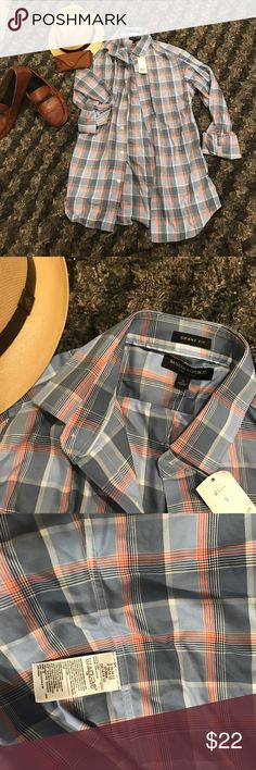 Banana Republic grant fit size summer button down! NWT BANANA REPUBLIC GRANT FIT! Blues and orange with white pattern. Size small Banana Republic Shirts Dress Shirts