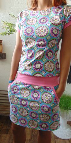 šaty Modré Mandaly s růžovou Girls Dresses Sewing, Sewing Clothes, Dressy Dresses, Summer Dresses, Sporty Chic, Cycling Outfit, Refashion, Diy And Crafts, Sewing Projects