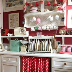 red and black shabby chic kitchen - Yahoo Image Search Results Vintage Kitchen Curtains, Shabby Chic Kitchen, Shabby Chic Homes, Bathroom Vintage, Cute Kitchen, Red Kitchen, Kitchen Decor, Kitchen Ideas, Kitchen Unit