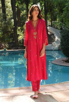 Indian Suits, Indian Wear, French Knot Stitch, Fancy Kurti, Embroidery Suits, Zig Zag Pattern, Traditional Looks, Pink Fabric, Salwar Suits