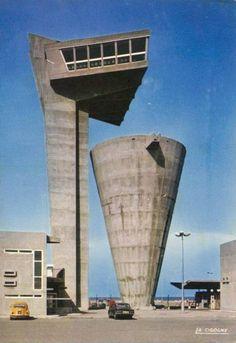 De sculpturale combinatie van uitkijktoren en waterreservoir in het Franse Fos-sur-Mer. Een ontwerp van Gaston Jaubert uit 1968.