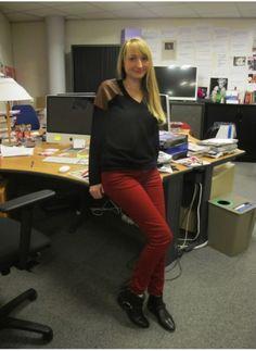 Pull Les Petites, pantalon Zara et bottines Sandro.