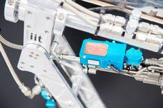 """L'azienda Moog e l'Istituto Italiano di Tecnologia (IIT) hanno firmato un accordo per la creazione di un nuovo laboratorio congiunto, """"Moog@IIT"""""""