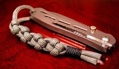 Cross knot paracord. By Stormdrane.