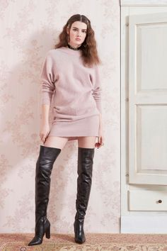 Blumarine Pre-Fall 2019 Fashion Show Collection: See the complete Blumarine Pre-Fall 2019 collection. Look 35 Sexy Fall Fashion, Fall Fashion Trends, Autumn Fashion, Women's Dresses, Womens Thigh High Boots, Fashion Pants, Fashion Outfits, Sexy Stiefel, Sexy Boots