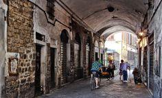 Arco di San Pierino a Firenze.  www.atelierclasse.com  #firenze #italy #florence #tuscany #atelierclasse #leather #pelle #bags #shoes #fashion #italia #toscana #trip #travel #holiday #shop #moda #vestiti #clothes #jackets