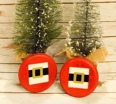 DIY Pallet ideas for Home: Santa's Belt Buckle Decoration