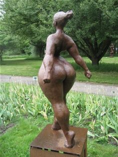 Eerdere exposities - Beelden in Gees Louise Bourgeois, Sculpture Metal, Art Sculptures, Plus Size Art, Ceramic Figures, Cultural, Big And Beautiful, Beautiful Curves, Black Art