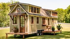 This tiny house makes small living feel much pleasant! - Informations About This tiny house makes small living feel much pleasant! Best Tiny House, Tiny House Cabin, Tiny House Plans, Tiny House On Wheels, Tiny House Design, Two Bedroom Tiny House, Tiny House Exterior Wheels, Home Depot Tiny House, Small Rustic House