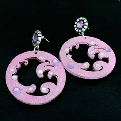 Orecchini rosa in legno dipinto a mano di FrancescaColautti, €21.00