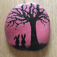 #bunnydouble #nature #silhouettes #tree #pink #paintingstones #paintedstonesofinstagram #paintingrocks #malerpåsten #bunny #rabbit #black #stoneart