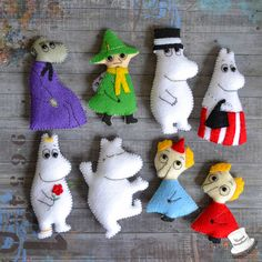 magnets Moomins Tove Jansson, Les Moomins, Crafts To Make, Diy Crafts, Felt Puppets, Cute Notebooks, Craft Box, Felt Hearts, Felt Toys