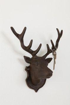 Déco: tête de cerf façon trophée de chasse