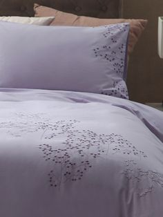 Margaret Muir, bedlinen, embroidered bedlinen, bedding, embroidered bedding, Margaret Muir Philosophy