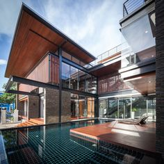 Cerámica en piscinas. Casa Puente / Junsekino Architect And Design