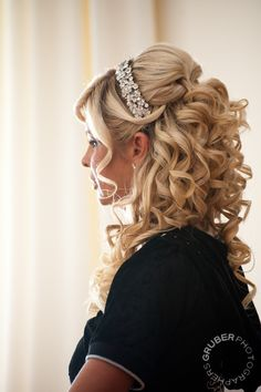 Love all the curls and the height, would not be using a headband