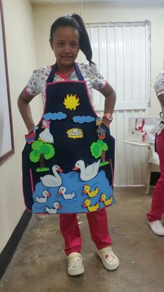Storytelling Apron - Different way to catch children's attention - storytelling using the body. Problem: too much distractions, children need to be reminded to look at the right direction. Kids Crafts, Felt Crafts, Diy And Crafts, Arts And Crafts, Felt Stories, Stories For Kids, Kindergarden Art, Montessori Books, Quiet Book Templates